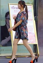 街拍体态丰满的连衣裙