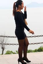 公园抓拍的紧身裙黑丝