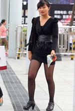街拍的紧身包臀短裙黑