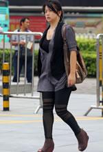黑色个性打底裤美女体