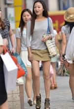 街拍的短裤裙长细腿苗