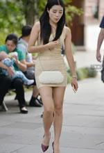 街拍的紧身短裙婀娜好