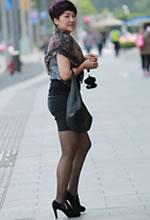 街拍的短发黑丝袜气质