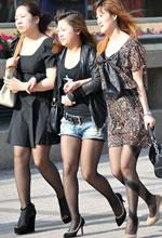 文化东街抓拍的三个黑