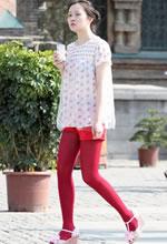 街拍的红丝袜短裤白净