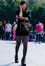 街拍的斑点黑丝紧身裙
