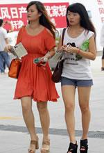 武汉街拍的一组美腿妹