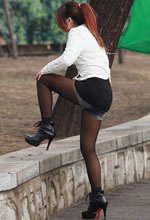 公园抓拍的黑丝打底裤