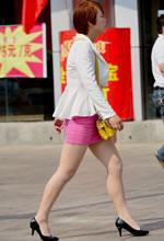 街拍的粉色包臀裙肉丝