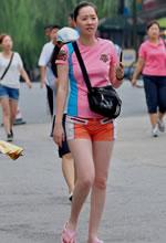 青城公园抓拍的白嫩美