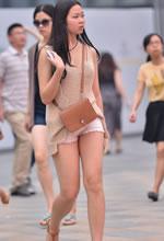 街拍的紧身热裤清凉装