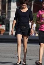 街拍的宽松短裤光滑美