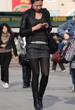 街拍的紧身短裙黑丝高