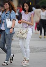 南门广场街拍的坡高白