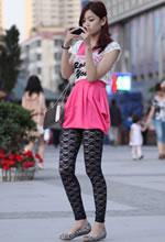 街拍粉色连衣裙黑蕾丝