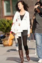 街拍的短裤厚黑丝棕靴