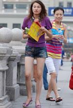 爱民广场街拍的牛仔短