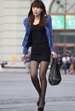 抽烟的紧身短裙黑丝袜