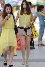 街拍的黄衫超短裙肉丝