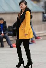 爱民广场街拍的厚黑裤