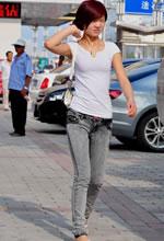 展览路街拍的牛仔裤短