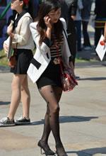 街拍的包臀短裙黑丝袜