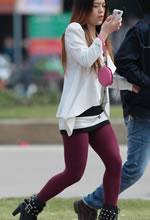 街拍的紫色厚丝袜短靴