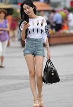 街拍的高腰热裤镂空装