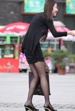 街拍的长袖紧身连衣裙