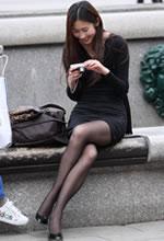 街拍休息的连衣裙黑丝