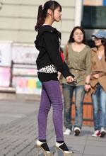 街拍的紫色铅笔裤秀气