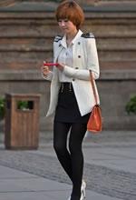 白衣白高黑裙黑丝美女