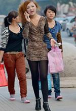豹纹超短裙黑丝长腿细