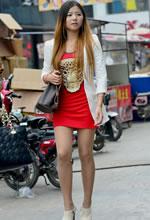 街拍的红色紧身短裙肉