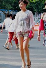 南京街拍的一组白皙美