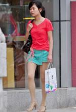 街拍的红衫绿裤裙肉丝