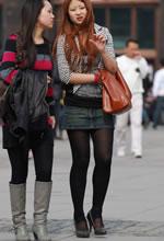 街拍的牛仔短裙黑丝圆