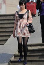街拍的花色透纱短裙黑