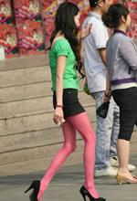 街拍粉色丝袜瘦高个清