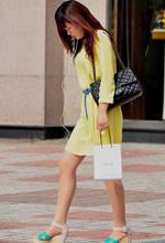 街拍的黄色连衣裙肉丝