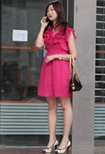 工行门口的粉红薄纱裙