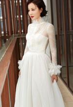陶红白色透纱长裙亮相