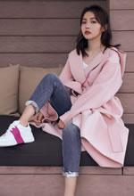 张佳宁粉色甜美穿搭