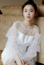 张佳宁纯白连衣裙清凉上阵
