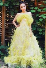 陈美行黄色毛绒裙美照