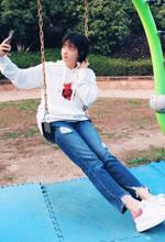 蒋欣公园游玩美照