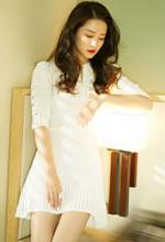 李沁针织短裙甜美亮相