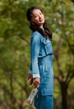 李沁蓝色牛仔工装美照