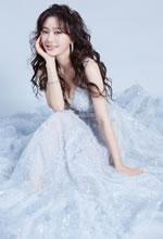 秦岚身穿亮点纱裙如梦幻童话里的