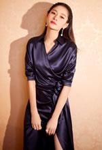 王媛可丝质长款礼服